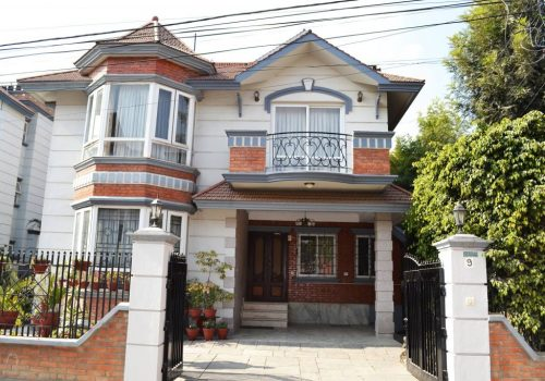 A Luxurious Fully Furnished House For RENT